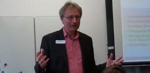 11. Schulentwicklungstag Buchloe: Herbert Schuhknecht informiert über die Zusammenarbeit Schule und Elternhaus