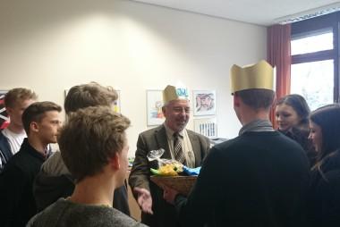 Die SMV beschenkt König Franz.